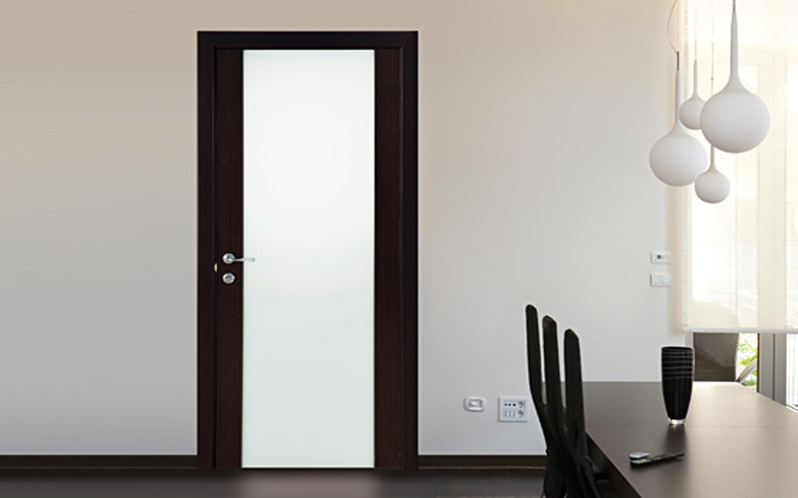 Двери венге в интерьере со стеклом фото